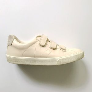 •new listing• VEJA Esplar 3-lock sneakers